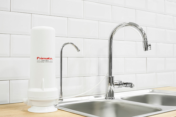 φίλτρα νερού άνω πάγκου κουζίνας
