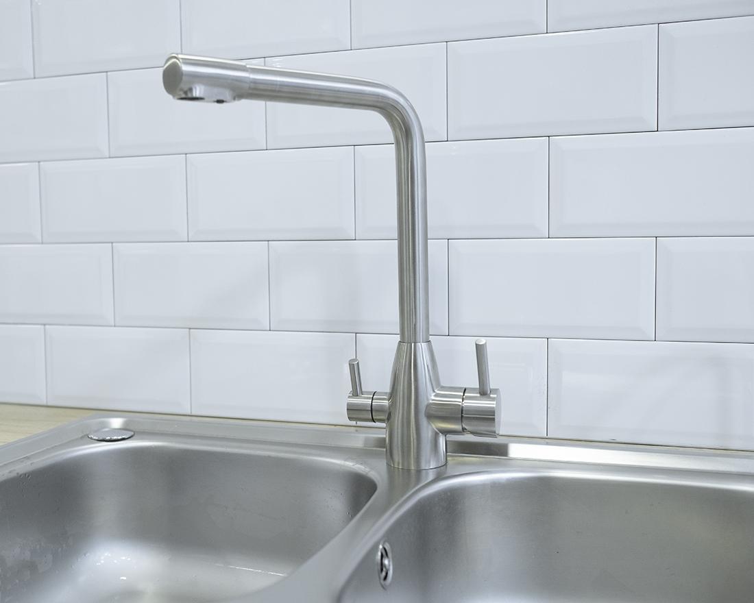 Oslo Dreiwege-Wasserhahn auf der Küchentheke