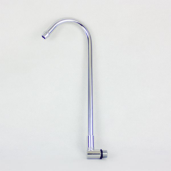 Grifo del filtro de agua en el mostrador de la cocina
